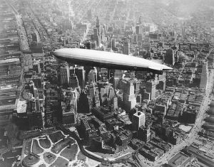 USS Los Angeles over Manhattan, 1930. Kilde: Wikimedia Commons